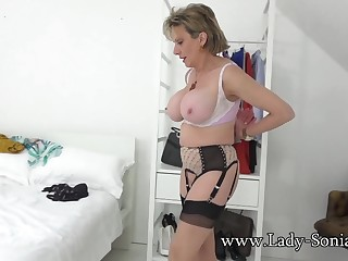 Laddie Sonia teasing you anent her chubby boobs