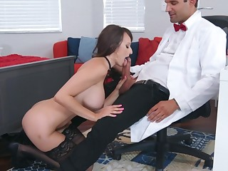 Libidinous experience to hand work for busty Lexi Luna